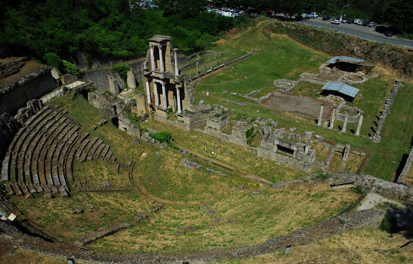 Volterra_roman_theater_gen_view2
